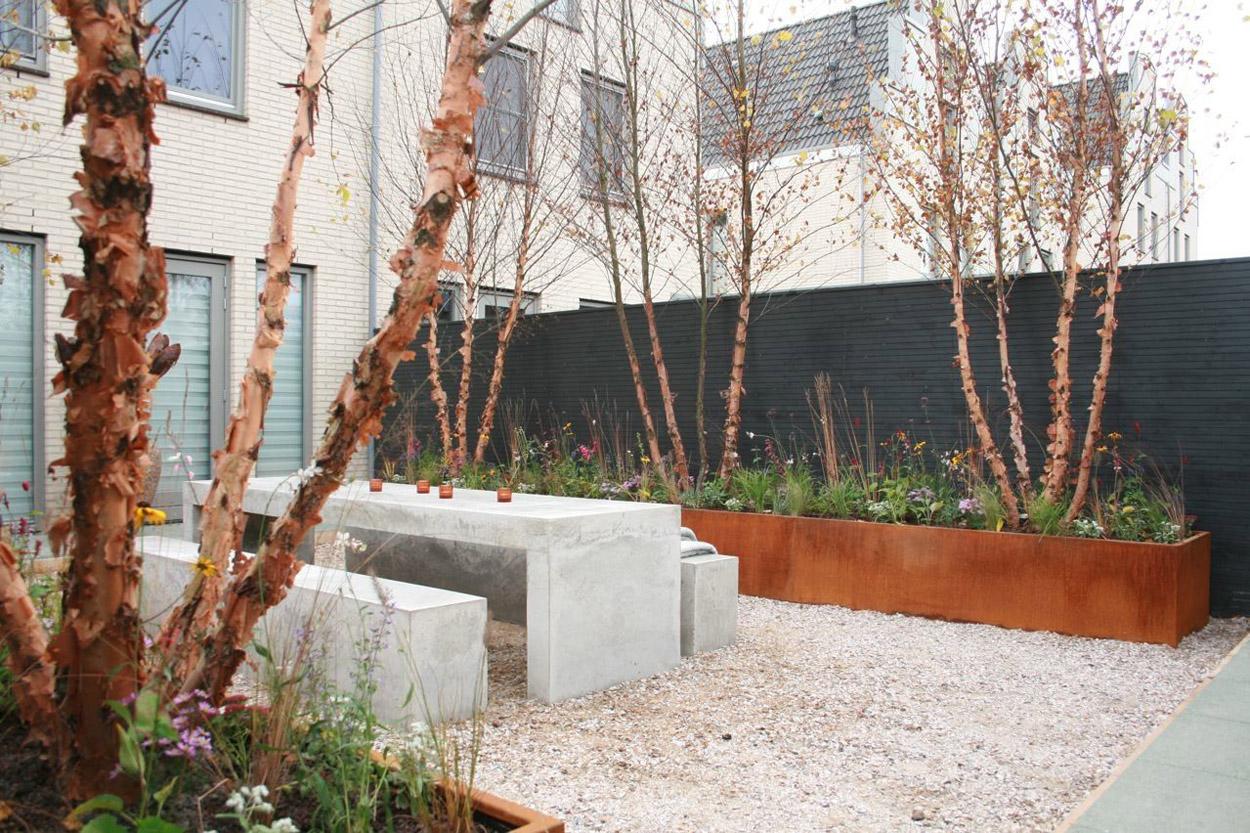 Moderne achtertuin met bakken van cortenstaal tuintuin - Moderne tuinfoto ...